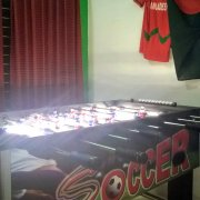 18 Tischfussball / table football